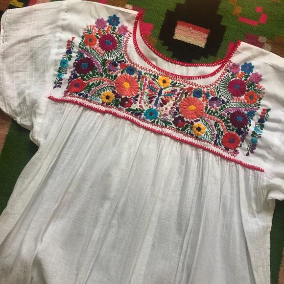 60b4f7d3da266 Vintage Embroidered Mexican Peasant top. M 5ae24ed7b7f72b7b59385e92